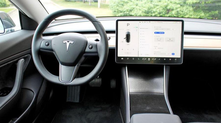Elon Musk recibe el aval de Europa para llevar el Model 3 de Tesla. Noticias en tiempo real