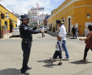 Automovilistas de Oaxaca se  resisten a ceder  el paso al peatón