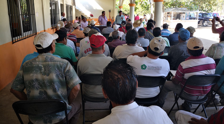 Comuneros de la Costa exigen  indemnización de carreteras