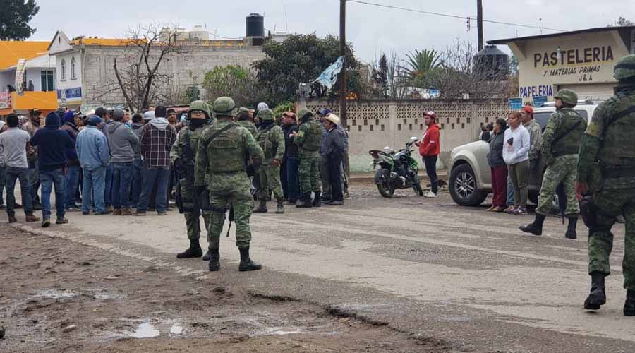 Pobladores liberan a tres soldados que retuvieron en respuesta por operativo contra huachicoleros   El Imparcial de Oaxaca