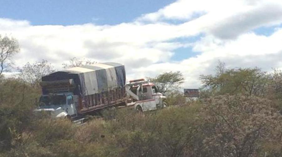 Encuentran camión abandonado en San Miguel Papalutla | El Imparcial de Oaxaca