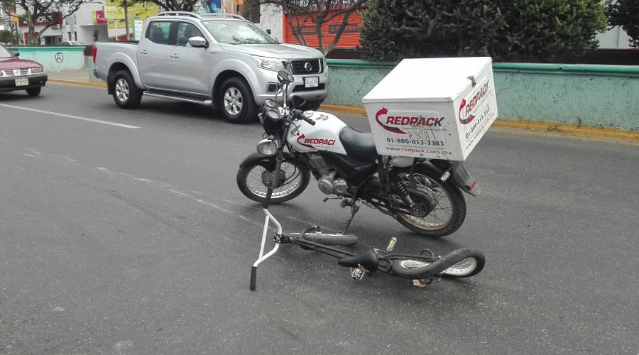 Choca motociclista contra ciclista en el mercado de Las Flores | El Imparcial de Oaxaca