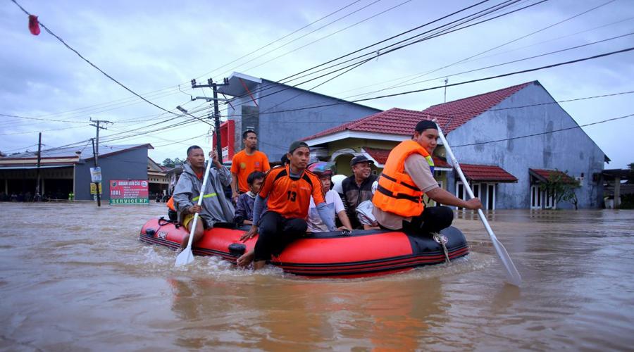 Indonesia entre el agua; más de 50 muertos por inundaciones | El Imparcial de Oaxaca