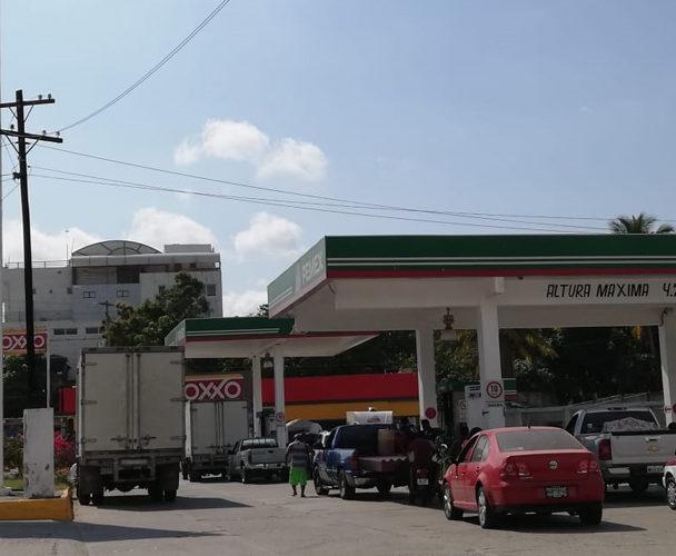 Niega gasolinero  de Pochutla vender de litros  incompletos