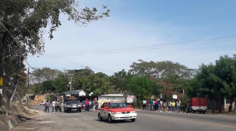 Normalistas de la Costa realizan boteo con causa   El Imparcial de Oaxaca