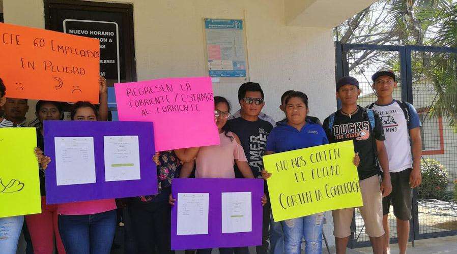 Protestan  camaroneros de Puerto Escondido en la CFE