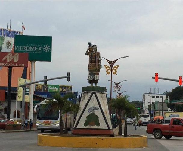 Rehabilitaran la estatua Flor de Piña de Tuxtepec