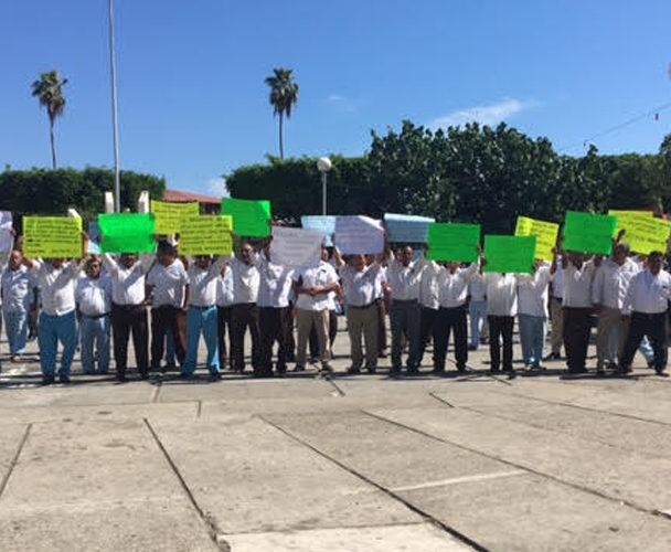 Taxistas de Pinotepa Nacional exigen derecho  de antigüedad