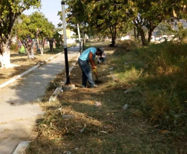 Dan mantenimiento al andador de Salina Cruz, Oaxaca