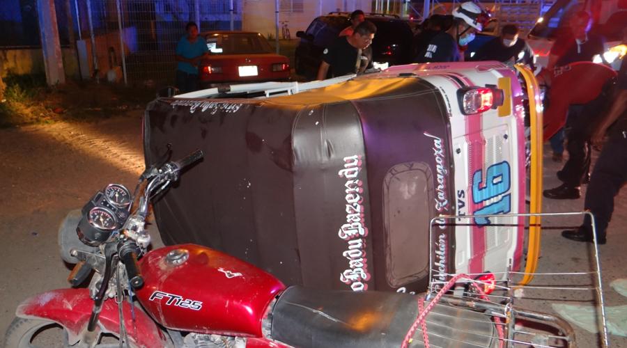 Volcadura de mototaxi deja dos personas lesionadas | El Imparcial de Oaxaca