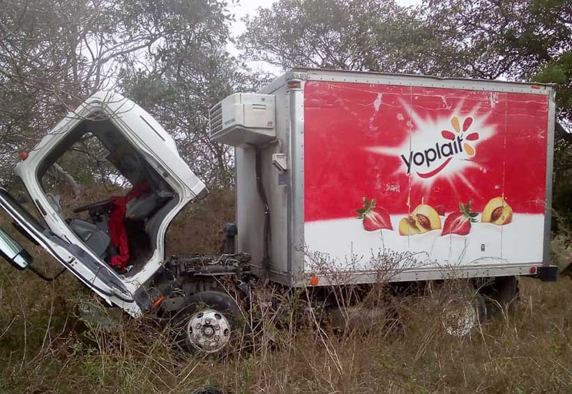 Desbalijan camión de una empresa en Pinotepa Nacional | El Imparcial de Oaxaca