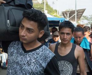Continua su paso la caravana migrante por el sureste de México