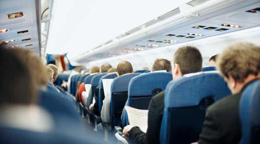 Hombre muere en pleno vuelo; pasajeros viajan con el cadáver | El Imparcial de Oaxaca