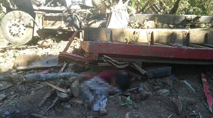 Volcadura de camión en Ozolotepec deja dos muertos