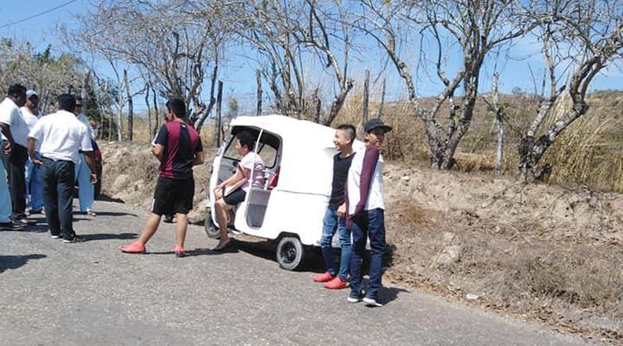 Aseguran mototaxi sin placas en carretera de Pinotepa | El Imparcial de Oaxaca