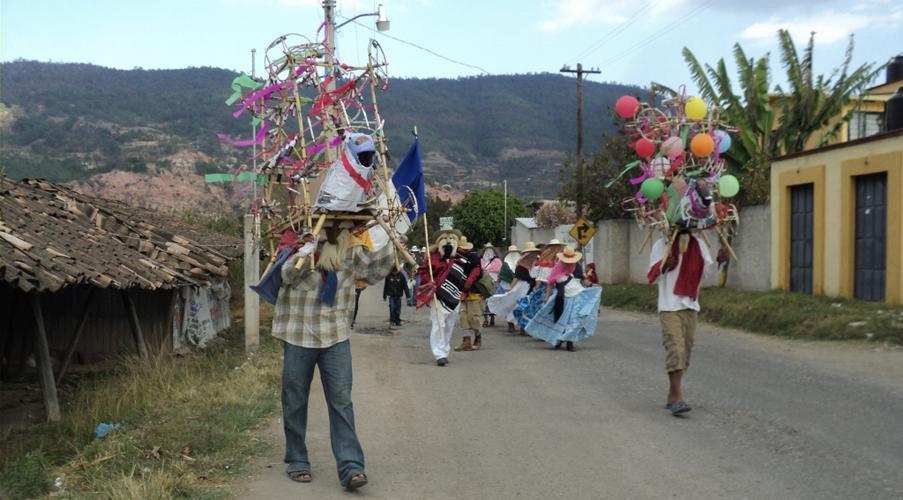 Alistan tres días de carnaval  con movimiento y colorido