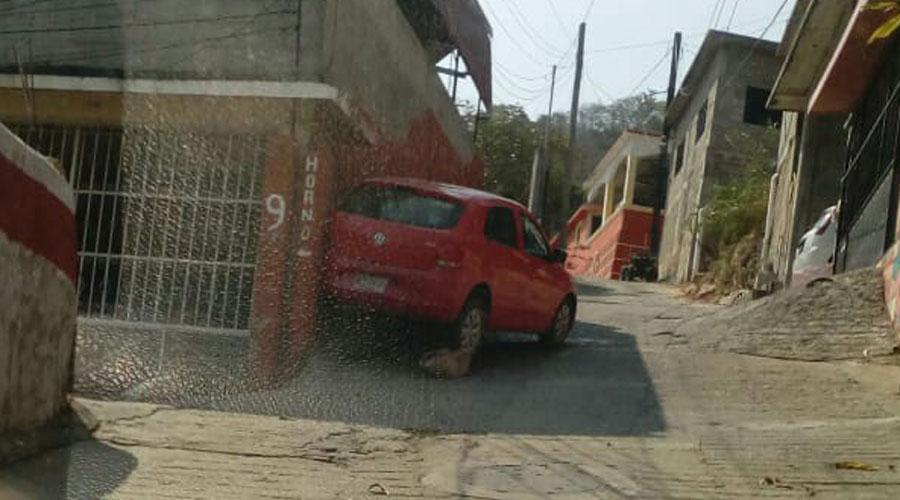 Coche se impacta contra pared en Huajuapan   El Imparcial de Oaxaca