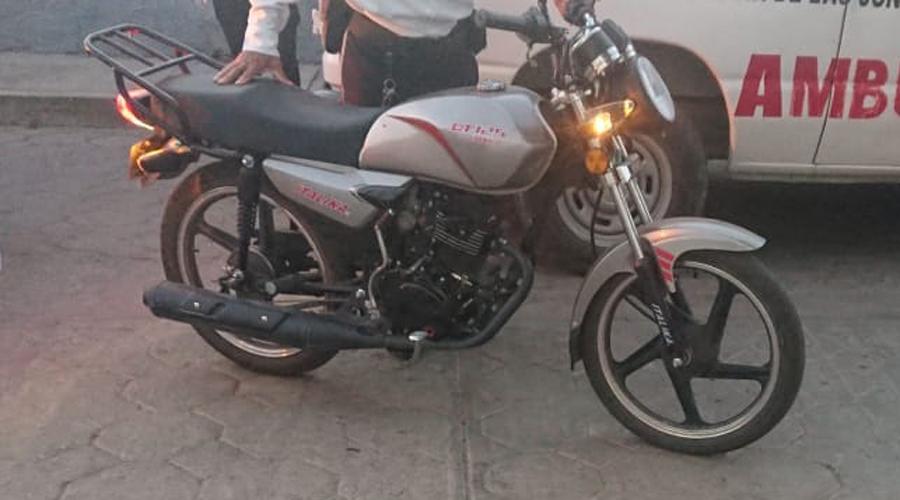 Derrapan motociclistas en San Agustín de las Juntas