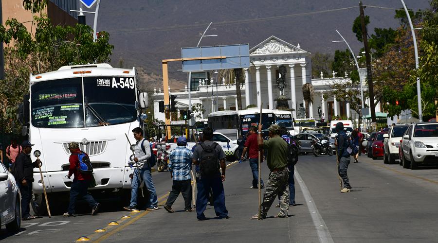 Autoridades de la Sierra Sur acusan olvido; toman el IMSS   El Imparcial de Oaxaca
