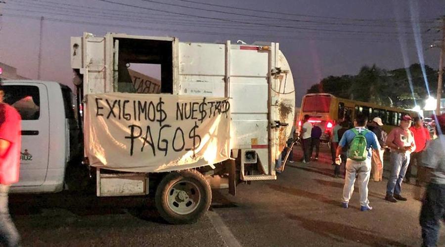 Bloquean en Salina Cruz para exigir salarios | El Imparcial de Oaxaca