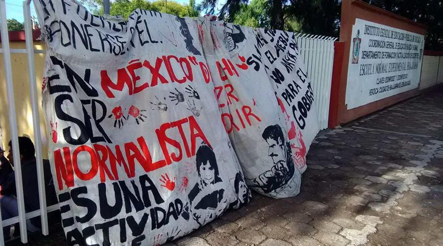 En paro, normalistas  de Huajuapan de León