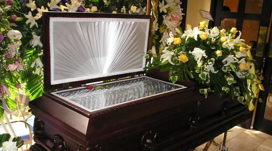 Sujeto entra en funeraria de Inglaterra para violar un cadáver