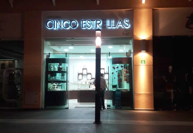 Investigan robo a joyería en la Macroplaza en Santa Lucía, Oaxaca | El Imparcial de Oaxaca