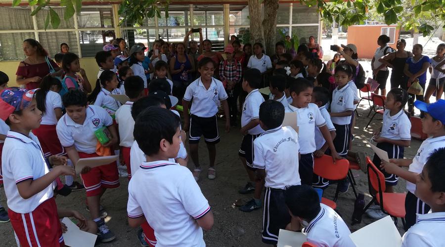 Niños de escuelas primarias de la Costa mantienen comunicación por correo