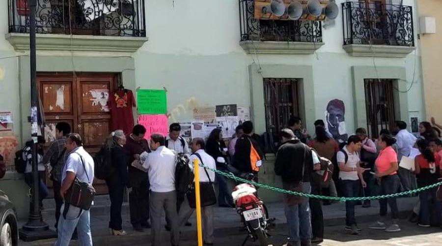 Revientan normalistas reunión de la Sección 22   El Imparcial de Oaxaca