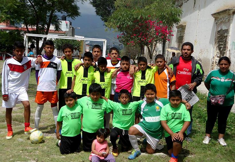 Rueda el balón en Liga Semillero   El Imparcial de Oaxaca