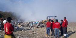 Sofocan incendio en basurero de Pochutla