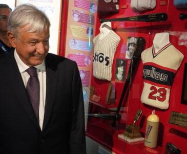 Inaugura AMLO Salón de la Fama del Beisbol Mexicano