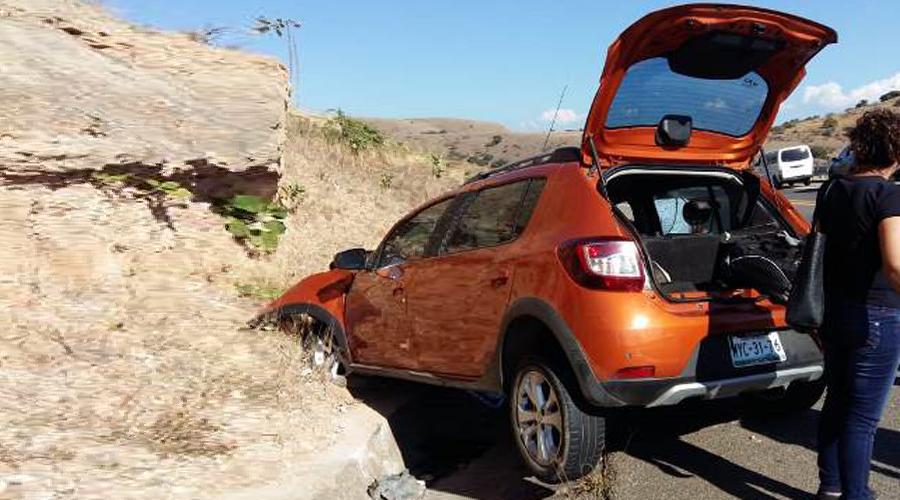 Se impacta camioneta contra cerro en carretera Oaxaca-Puebla | El Imparcial de Oaxaca