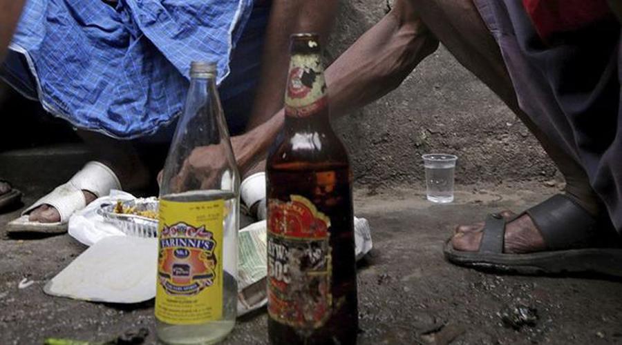 Se registran al menos 52 muertos en India por licor adulterado | El Imparcial de Oaxaca