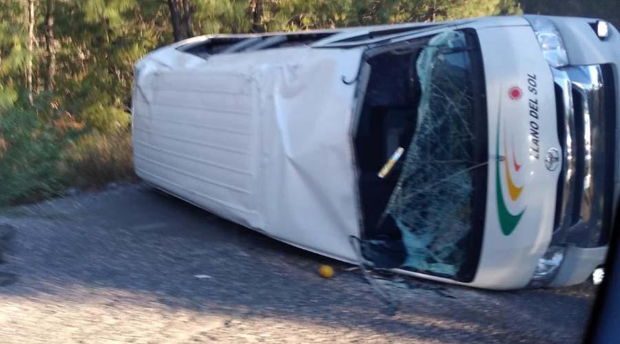 Vuelca camioneta de pasaje en San Pedro Mártir Yucuxaco | El Imparcial de Oaxaca