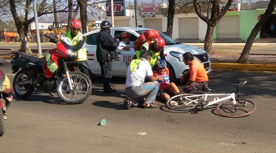 Ciclista sufre caída aparatosa en clásica carrera oaxaqueña | El Imparcial de Oaxaca
