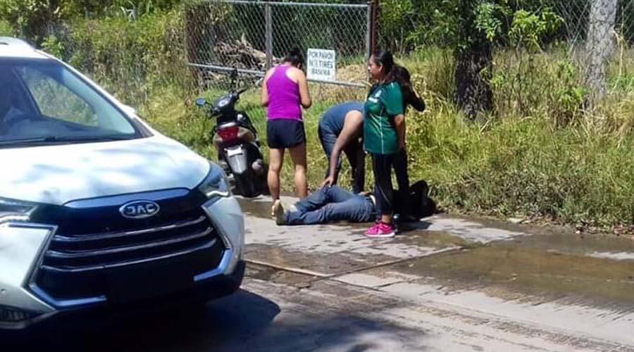 Se lesiona motociclista al derrapar en San Agustín Etla