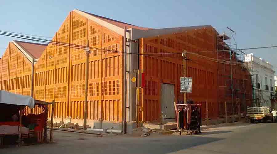 Avanzan trabajos de reconstrucción del mercado público de Juchitán