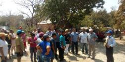Dan atención a pobladores de Salinas del Marqués