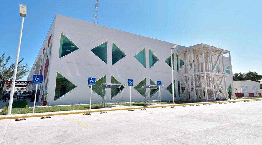 Entregan Hospital de Juchitán, en breve estará en funciones