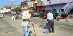Realizan limpieza de acceso al panteón de Salina Cruz