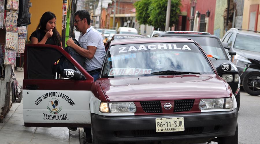 Los taxistas de Oaxaca bajan y suben a su pasaje donde sea