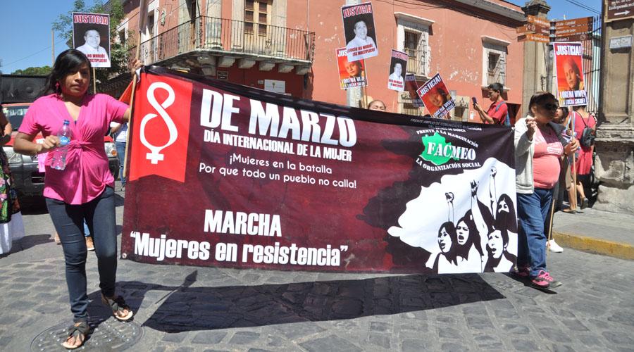 Marchan activistas en conmemoración del Día de la Mujer en Oaxaca | El Imparcial de Oaxaca