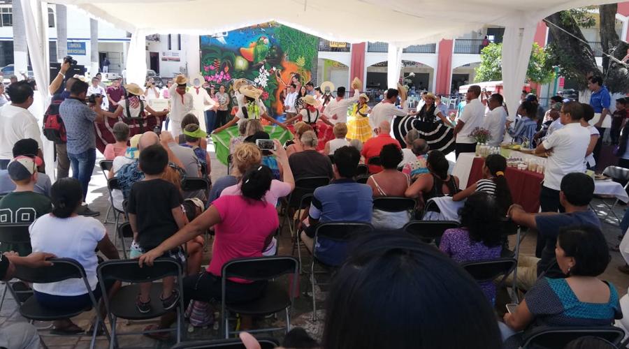 """Presentan en Pochutla """"Lunes de Plaza Cultural"""""""