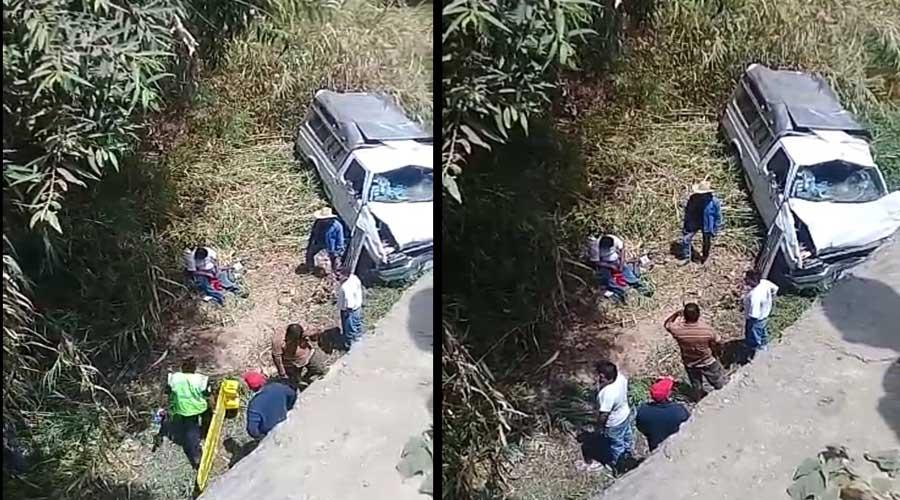 Vuelca camioneta en la agencia municipal de Guadalupe Victoria