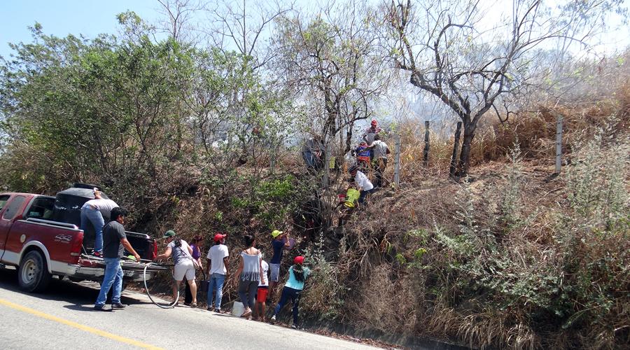 Sofocan incendio en Santiago Jamiltepec