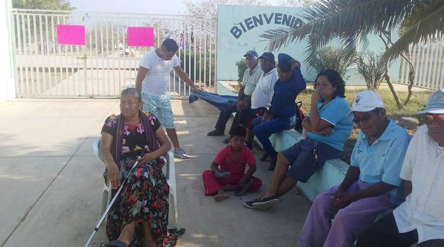 Trabajadores cierran unidad deportiva del Istmo   El Imparcial de Oaxaca