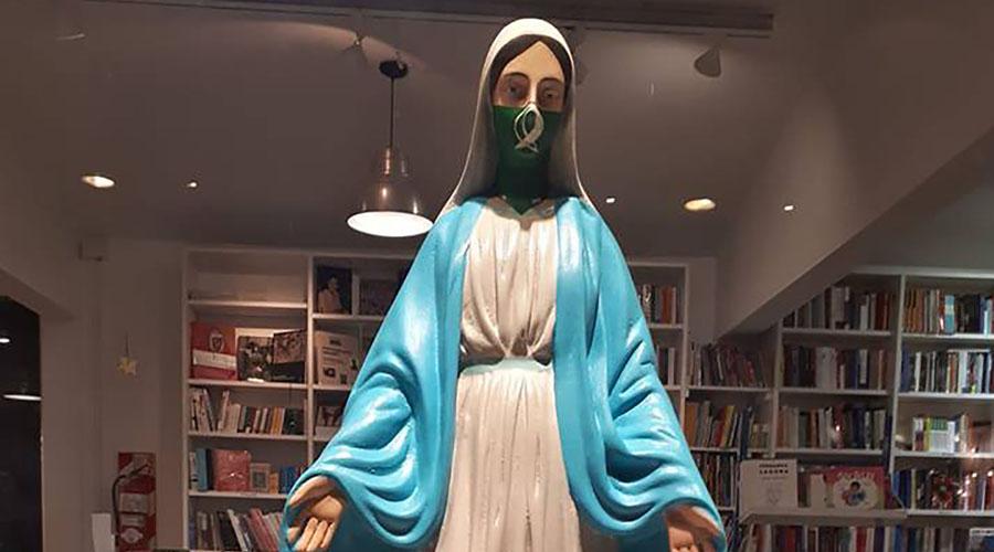 Virgen con el pañuelo verde del aborto legal genera polémica en muestra de Arte | El Imparcial de Oaxaca