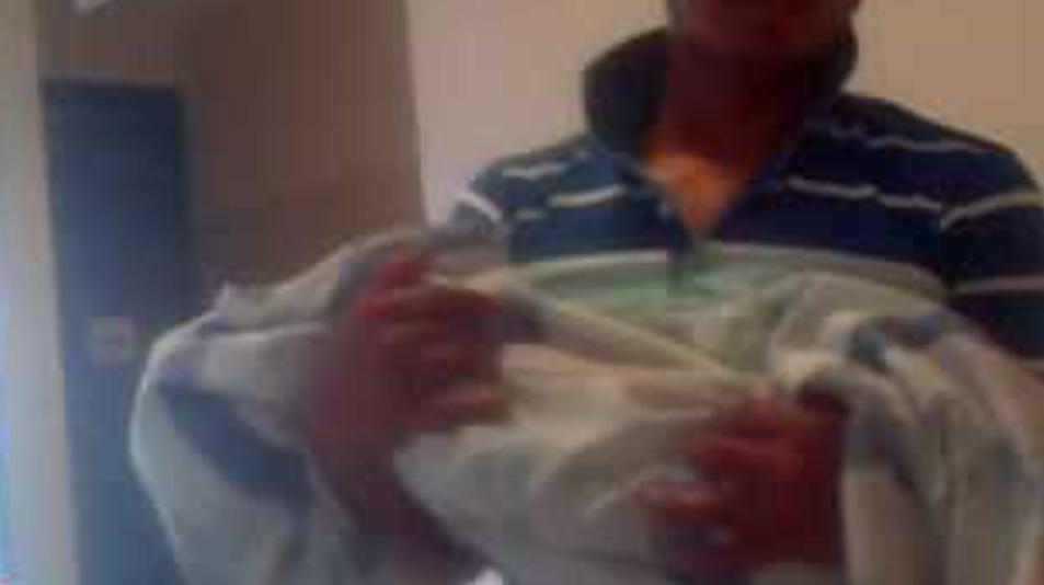 Video: Escapa con su hija muerta en brazos para evitar que le hagan necropsia   El Imparcial de Oaxaca