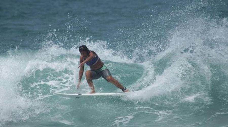 Mujer surfista muere al caerle un rayo mientras practicaba | El Imparcial de Oaxaca